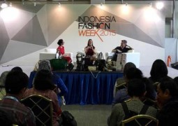 Sophie Paris Meriahkan Indonesia Fashion Week 2015