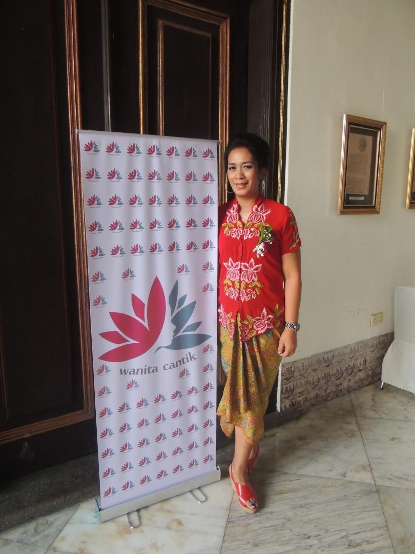 ibu Ana Ketua Panitia Talkshow Happ Life at 50