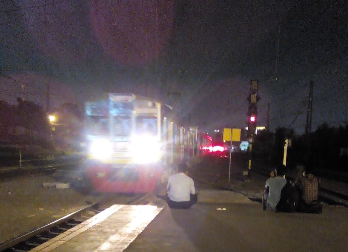 KRL Commuter Line malam