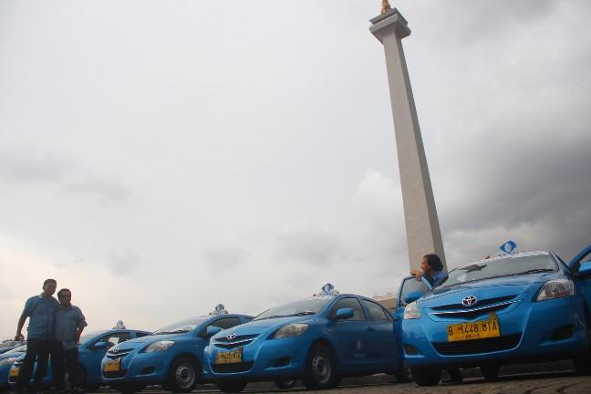 taksi blue bird di monas