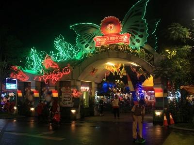 Pasar Senggol Sumarecon Mal Bekasi